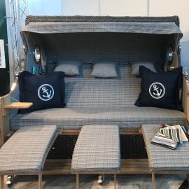 4-Sitzer mit Kuschelkissen & Sektkühler